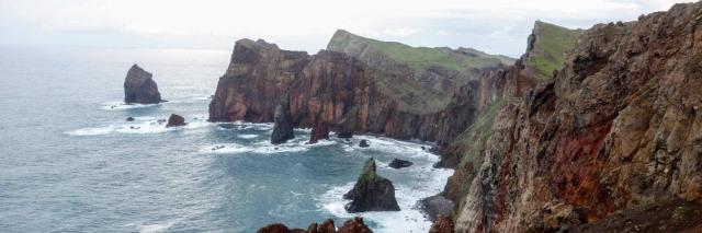 De ruige kustlijn van Madeira